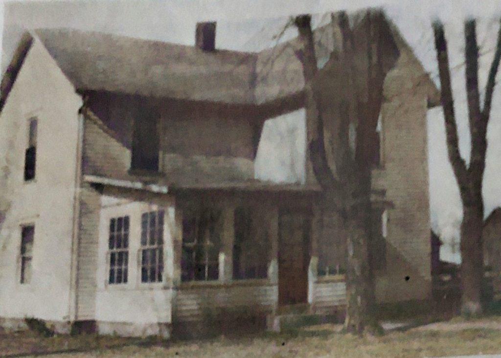 CJ-and-Nelle-Oakwood-Farmhouse-Burnt-Down