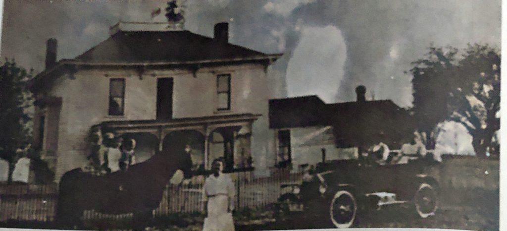 Henry J Oakwood Home