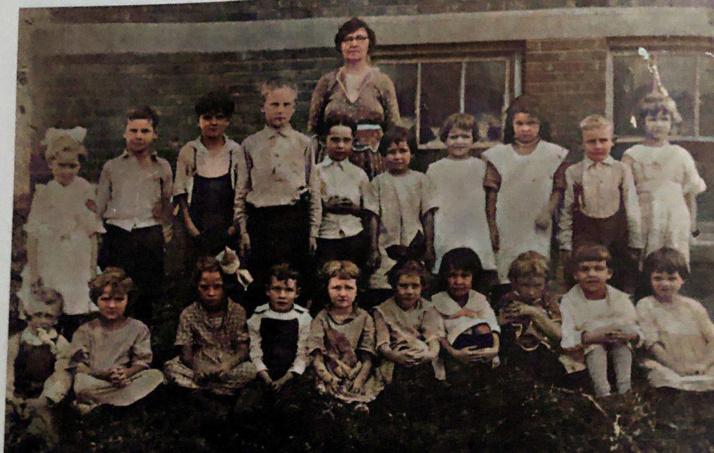 Oakwood Grade School 1st and 2nd 47-48